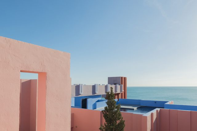 architecture-la-muralla-roja