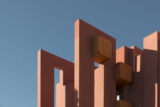 ricardo-bofill-la-muralla-roja-architecture